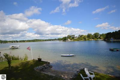 Traverse City Single Family Home For Sale: 968 Harbor Court