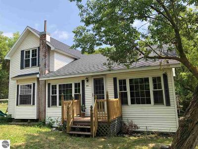 Mt Pleasant Single Family Home For Sale: 611 S Bamber Road