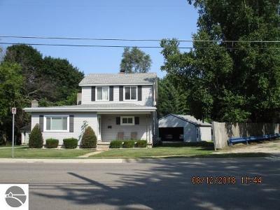 Alma Single Family Home For Sale: 1231 Michigan Avenue