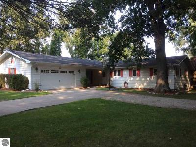 Clare Single Family Home For Sale: 600 Witbeck Drive