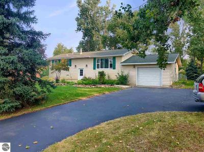 Traverse City Single Family Home For Sale: 2221 E Potter Road