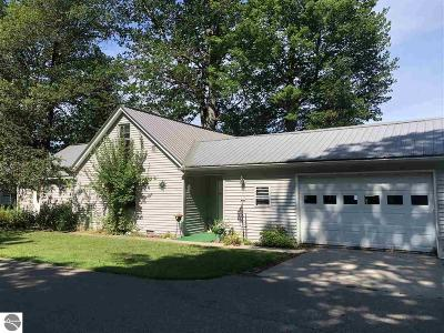 East Tawas Single Family Home For Sale: 1047 Cranberry Pike