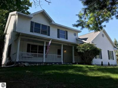 Charlevoix County Single Family Home For Sale: 9225 North Pointe Woods