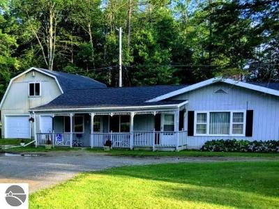 Tawas City MI Single Family Home For Sale: $99,900