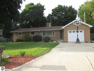 Clare Single Family Home For Sale: 517 Orchard Avenue