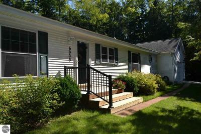 Elk Rapids MI Single Family Home For Sale: $239,900