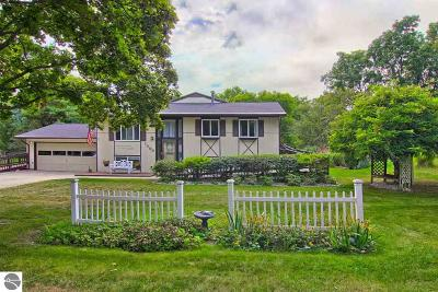 Traverse City Single Family Home For Sale: 1408 N Orchard