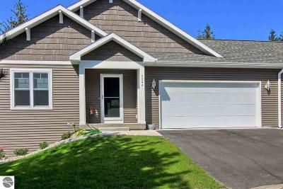 Traverse City Condo For Sale: 5223 Lone Maple Drive #55