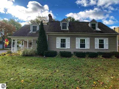 Mt Pleasant MI Single Family Home For Sale: $180,000