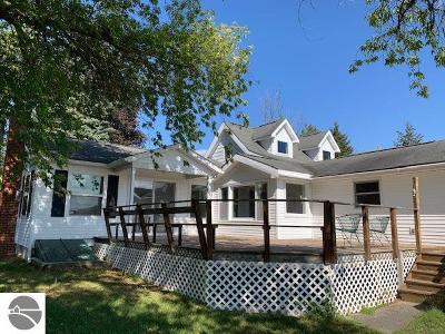 Bellaire Single Family Home For Sale: 6871 Bellaire Highway