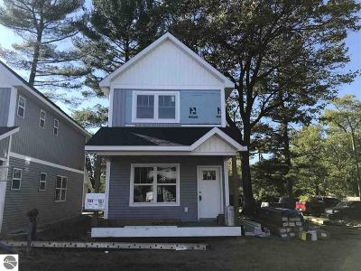 Traverse City Single Family Home For Sale: 1011 E Front Street