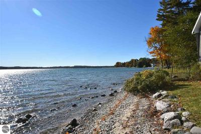 Leelanau County Single Family Home For Sale: 544 NW Bay Shore Drive