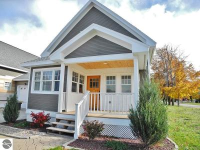 Leelanau County Single Family Home For Sale: 121 Grand Avenue