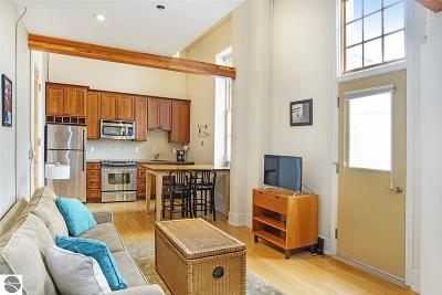 Traverse City Condo For Sale: 800 Cottageview Drive #317