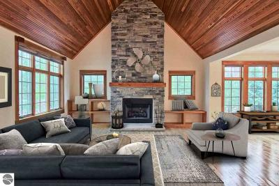 Leelanau County Single Family Home For Sale: 22 Deer Park #55