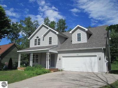 Leelanau County Single Family Home For Sale: 5816 S West Bayshore Drive