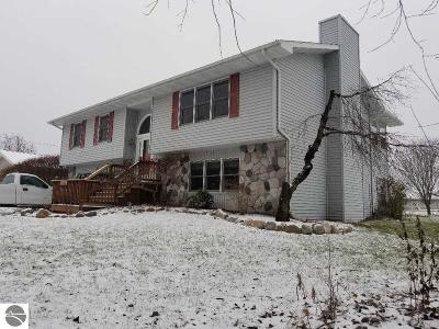 Mt Pleasant MI Single Family Home For Sale: $169,900