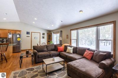 Kalkaska County Single Family Home For Sale: 9265 Eastbrook Trail