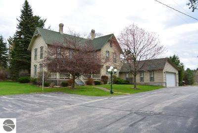 Traverse City Single Family Home For Sale: 2856 E Hammond