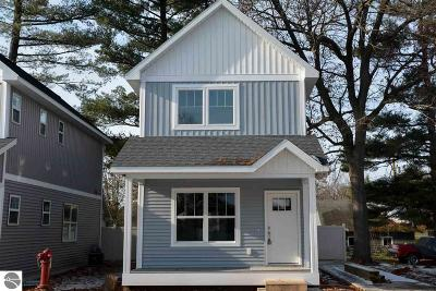 Traverse City Single Family Home For Sale: 1017 E Front Street