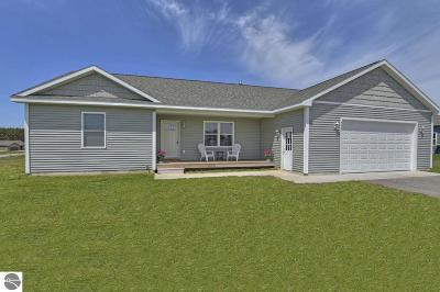 Traverse City Single Family Home For Sale: 4237 Thorn Crest