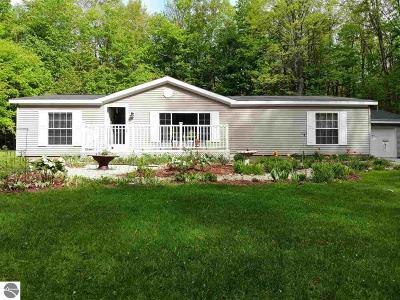 Kalkaska County Single Family Home For Sale: 4459 W Circle