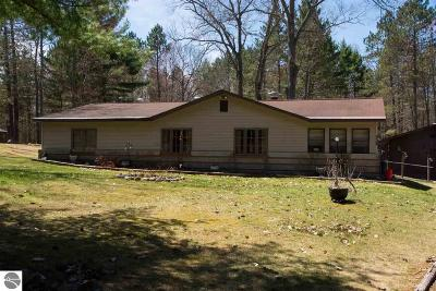 Kalkaska County Single Family Home For Sale: 162 Lake Valley Road