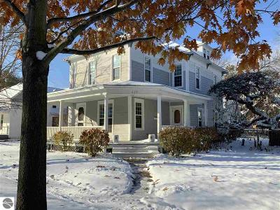 Mt Pleasant Single Family Home For Sale: 219 N Lansing