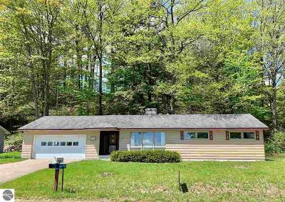 Traverse City Single Family Home For Sale: 7197 East Shore Road