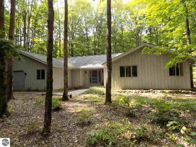 Antrim County Single Family Home For Sale: 6788 Rue De Ouvert