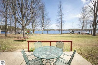 Single Family Home For Sale: 4400 N Shore Drive