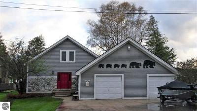 Single Family Home For Sale: 2556 E Lakeshore Drive