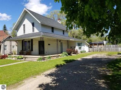 Mt Pleasant, Lake Isabella, Shepherd, Alma, Ithaca, St Louis, Clare, Lake Single Family Home New: 810 N Fancher Avenue