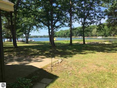 Single Family Home New: 7055 Jose Lake Road