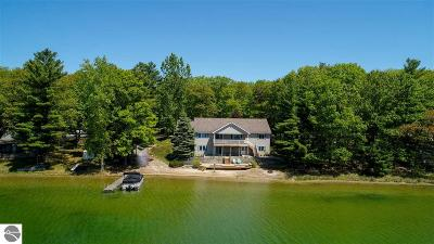 Traverse City Single Family Home For Sale: 5886 Rennie View Road