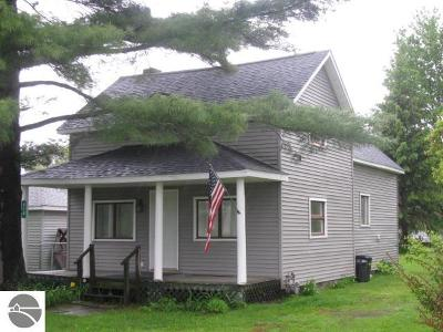 Tawas City Single Family Home For Sale: 218 Third Avenue