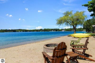 Traverse City Single Family Home For Sale: 1315 Lake Drive