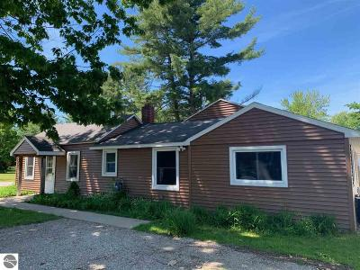 Elk Rapids Single Family Home For Sale: 618 Pine Street