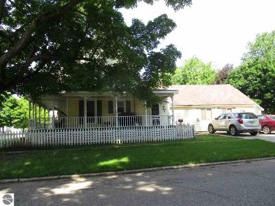 Ithaca Single Family Home For Sale: 425 E Center Street
