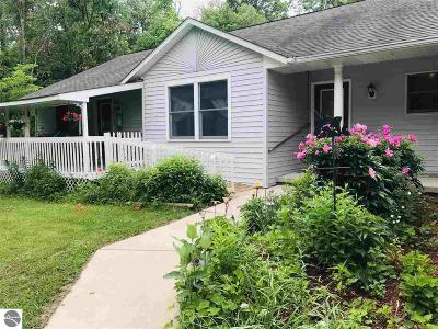Mt Pleasant MI Single Family Home For Sale: $214,900