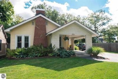 Traverse City Single Family Home For Sale: 922 Peninsula Drive
