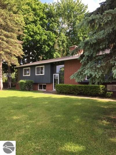 St Louis Single Family Home For Sale: 102 Surrey Road