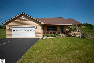 Leelanau County Single Family Home For Sale: 2085 S Country Lane
