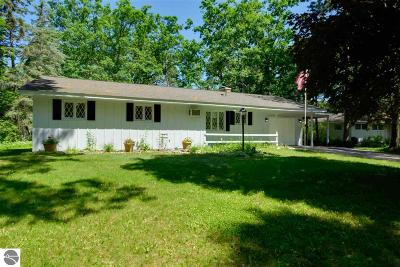 Grand Traverse County Single Family Home New: 707 Calvin Drive