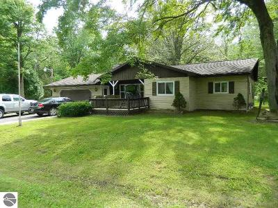 Mt Pleasant Single Family Home For Sale: 2280 S Loomis Road