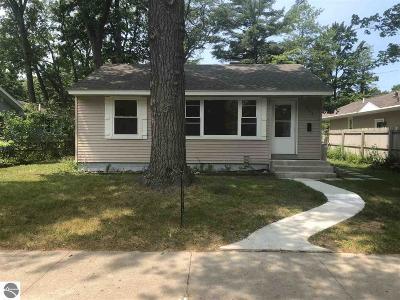 Traverse City Single Family Home For Sale: 406 Hamilton Street