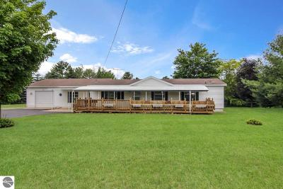 Elk Rapids Single Family Home For Sale: 8612 Cairn Highway