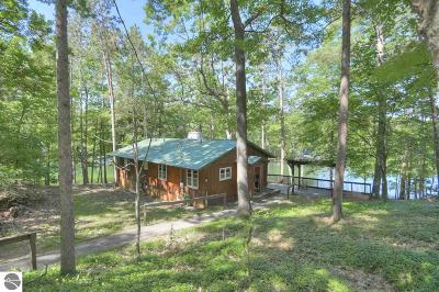 Traverse City Single Family Home For Sale: 3806 Harolds Road