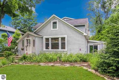 Traverse City Single Family Home For Sale: 829 Washington Street
