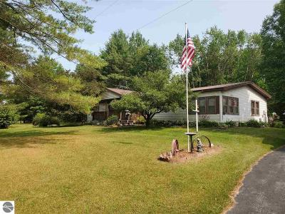 Arenac County Single Family Home For Sale: 3666 Maple Ridge